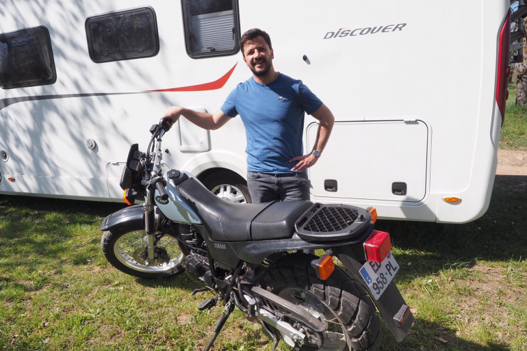 Le Dr Martial Jardel fait le tour de France des remplacements de médecins, en camping car