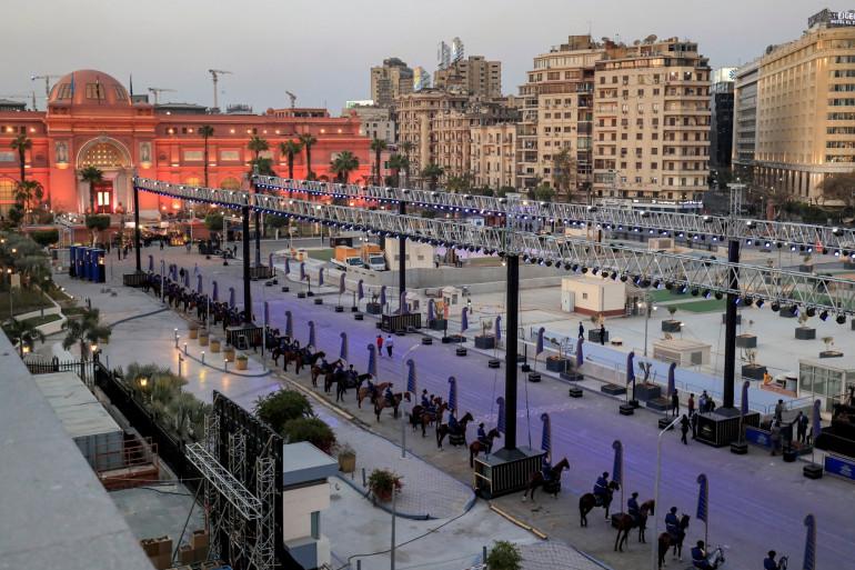 La procession de momies s'apprête à traverser le centre du Caire, le 3 avril 2021, en Égypte