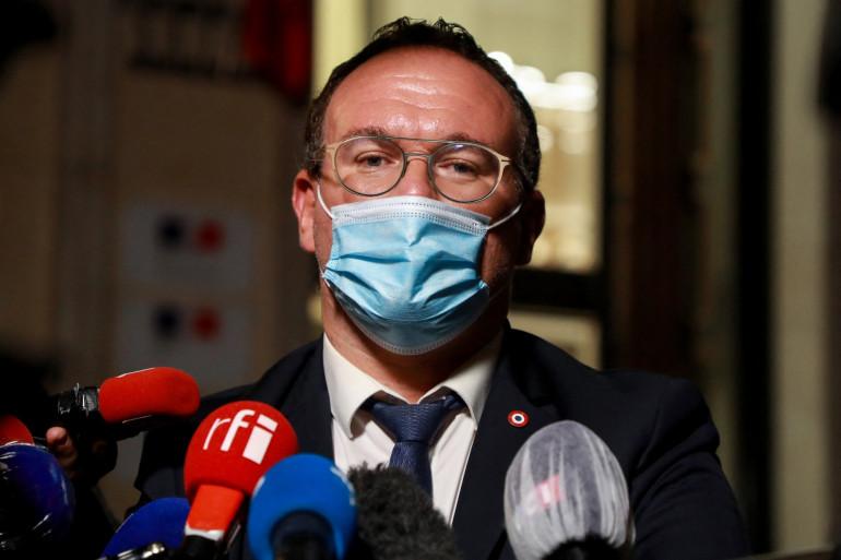 Le président du groupe parlementaire Les Républicains (LR), Damien Abad, s'adresse à la presse à Paris, le 22 septembre, 2020.