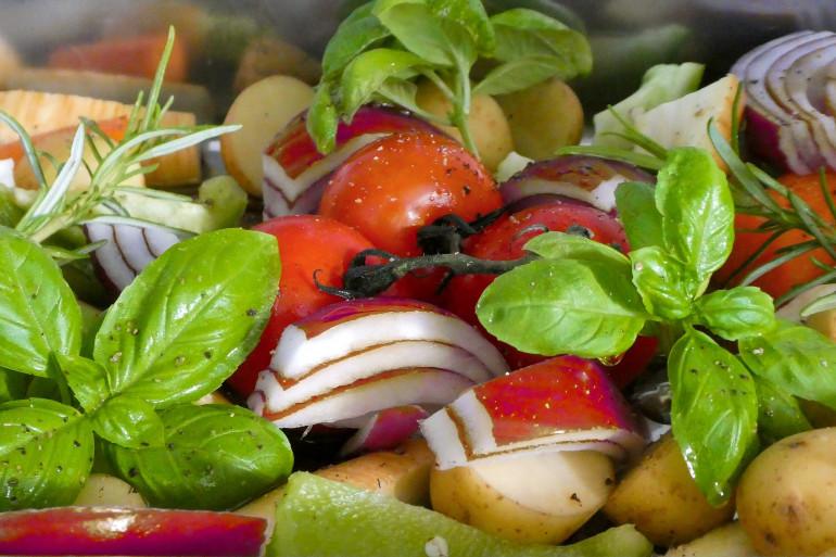 Cyril Lignac dévoile la recette de la salade de pommes de terre de sa mère