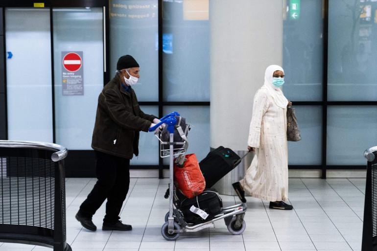 Illustration de passagers transitant par l'aéroport de Casablanca, au Maroc, en avril 2020