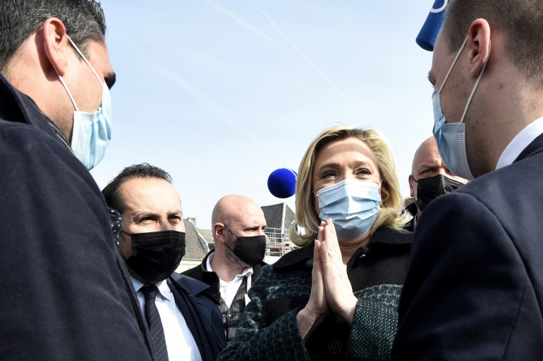 Marine Le Pen à Avesnes-sur-Helpe dans le Nord, vendredi 9 avril 2021