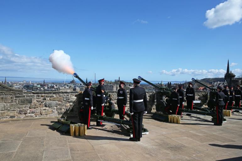 Un coup de canon tiré à Édimbourg en hommage au prince Philip, le 10 avril 2020