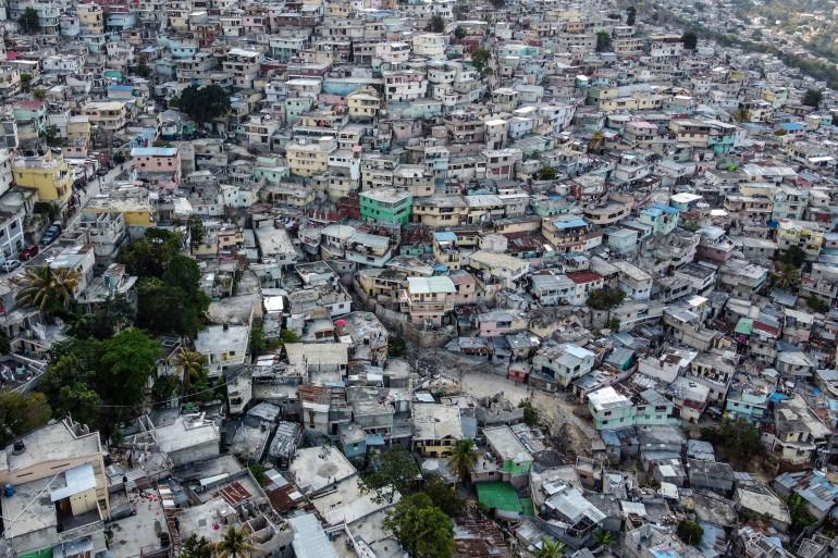 Vue aérienne de la forte densité de maisons dans le quartier de Jalousie à Port-au-Prince, à Haïti, le 12 mars 2020. (Illustration)