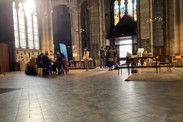 L'église accueille des bénévoles et des étudiants