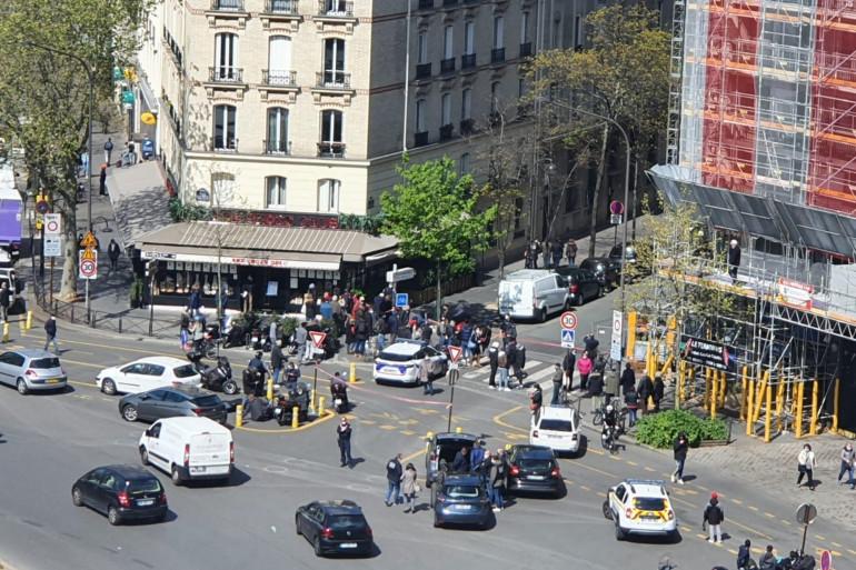 Photo prise de la porte de Saint-Cloud, devant la rue Michel-Ange, dans le XVIe arrondissement de Paris