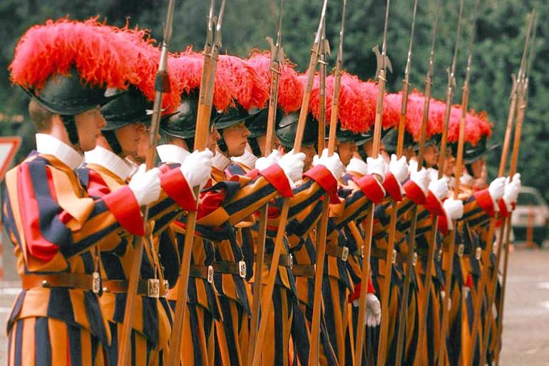 Les gardes suisses du Vatican lors d'une cérémonie en novembre 1996