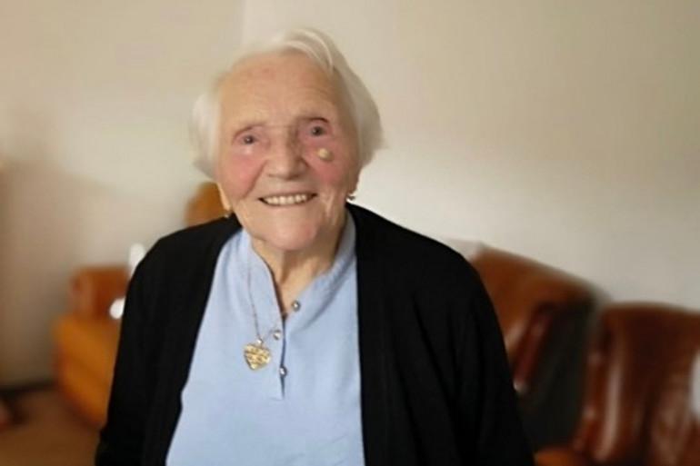 Solange, 108 ans entretient sa mémoire grâce à la poésie.