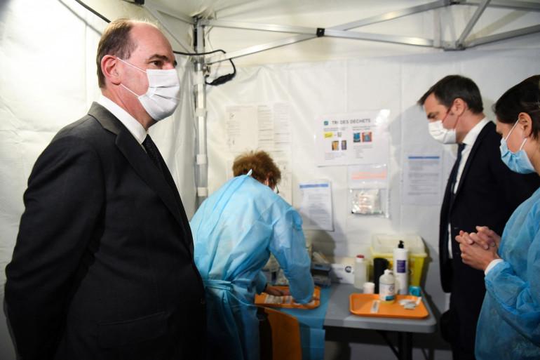 Le Premier ministre Jean Castex et le ministre de la Santé, Olivier Véran, en déplacement à Caen, le 16 avril 2021