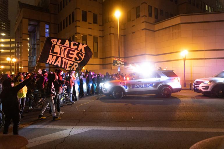 Des manifestants à Columbus dans l'Ohio après qu'une adolescente noire a été tuée par la police