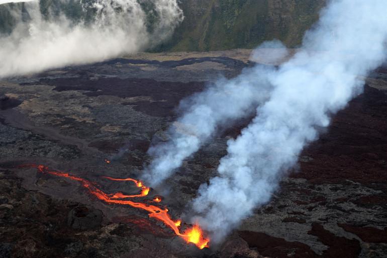 Le Piton de la Fournaise est entré en éruption le 9 avril 2021 pour la première fois de l'année.