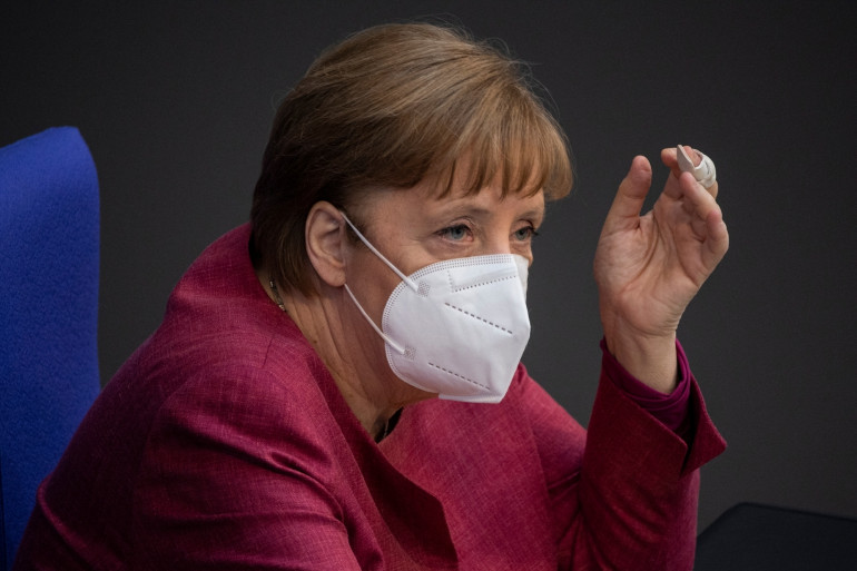 Angela Merkel devant le Bundestag, chambre basse du parlement allemand, le 21 avril 2021 à Berlin.