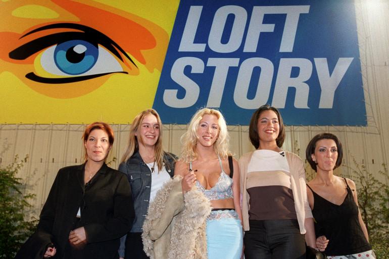 """Loana et les premières candidates de """"Loft Story"""" le 26 avril 2001"""