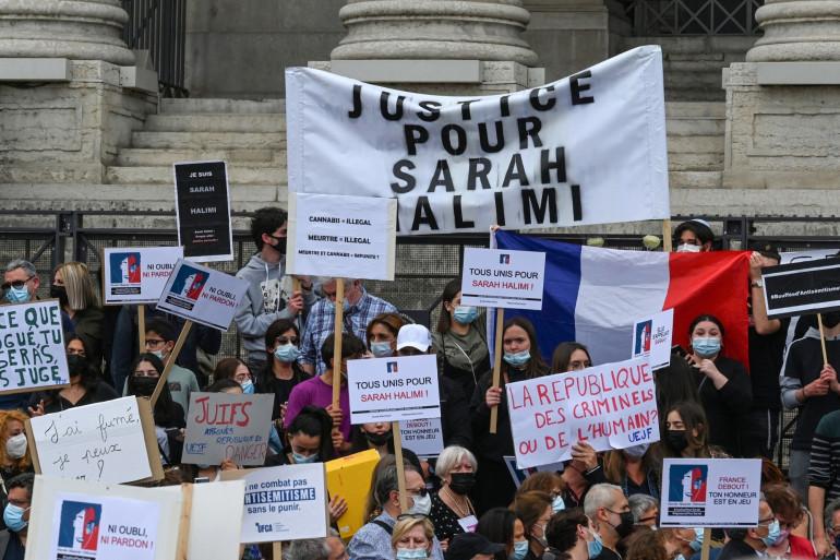 Une manifestation contre la récente décision de la plus haute cour de France selon laquelle le meurtrier de Sarah Halimi n'était pas pénalement responsable, à Lyon, le 25 avril 2021.