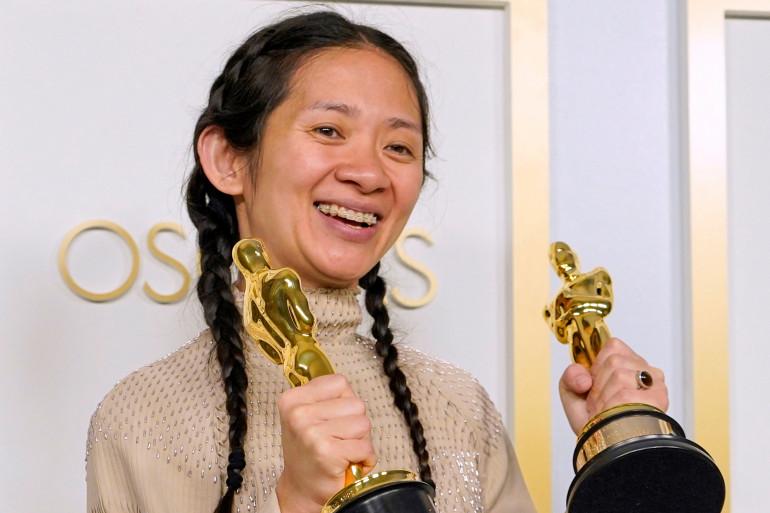 """Chloé Zhao et ses deux Oscars pour """"Nomadland"""""""
