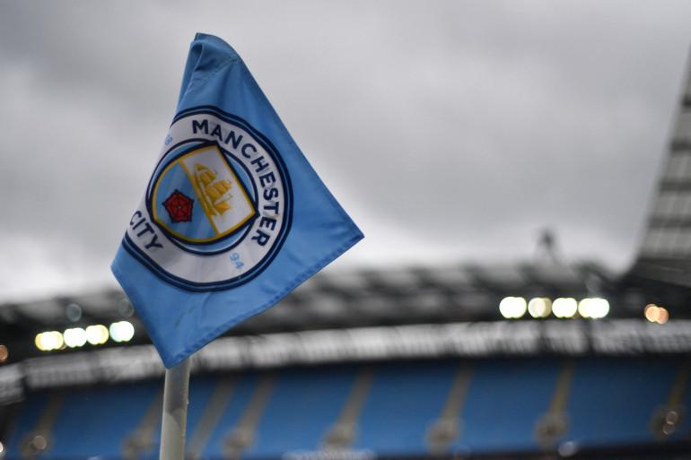 Le drapeau de Manchester City à l'Ethiad Stadium le 16 mai 2017