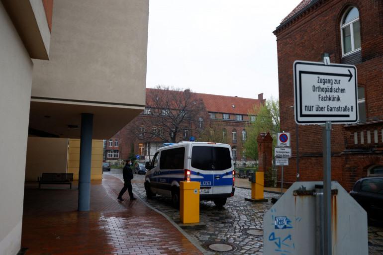 Une voiture de police devant la clinique Thusnelda von Saldern Haus en Allemagne