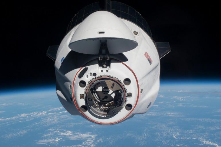 Le SpaceX Crew Dragon Endeavour alors qu'il s'approchait de la Station spatiale internationale après son lancement depuis la Floride le 24 avril 2021.