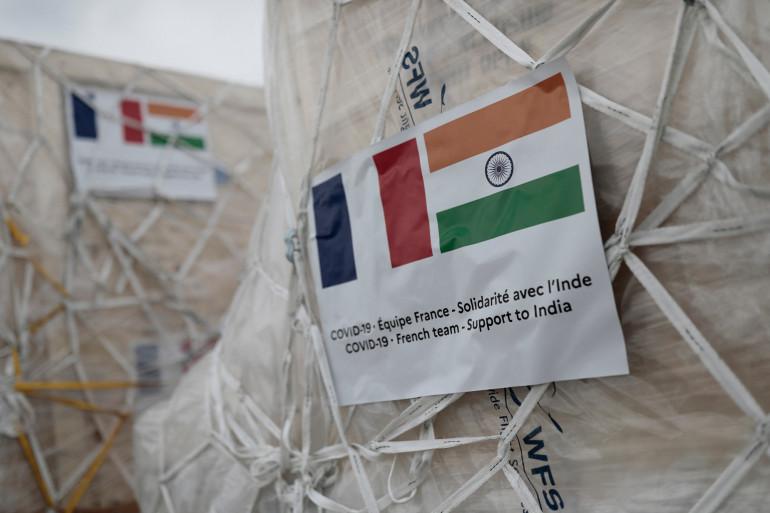 Le premier avion français en soutien à l'Inde est parti le 1er mai de Roissy à destination de New Delhi.