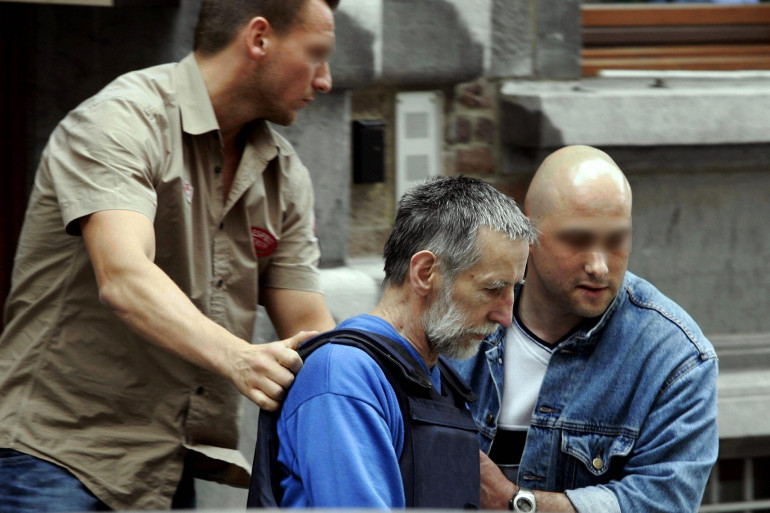 Michel Fourniret, à la sortie du commissariat de police de Dinant, le 8 juillet 2004