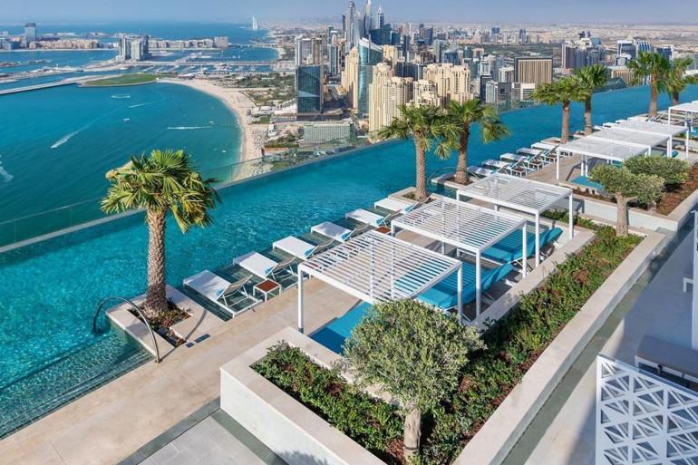 La piscine au sommet de l'hôtel Address Beach Resort de Dubaï.