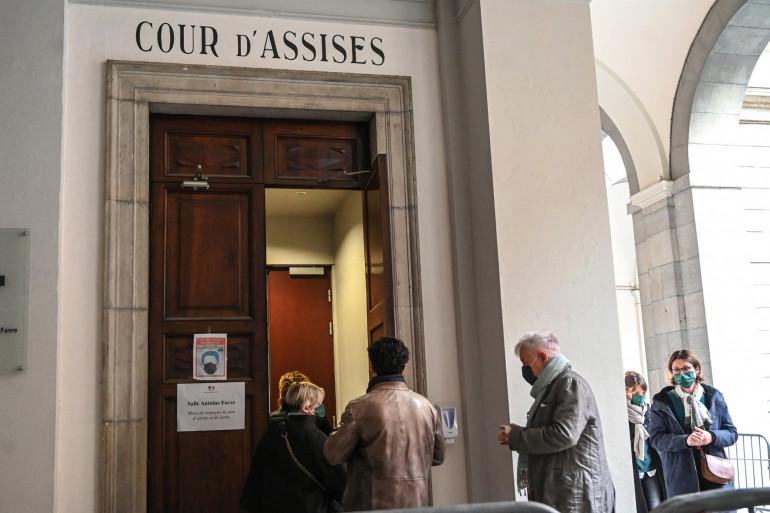 Les parents d'Arthur Noyer à la cour d'Assises de Chambéry, le 7 mai 2021