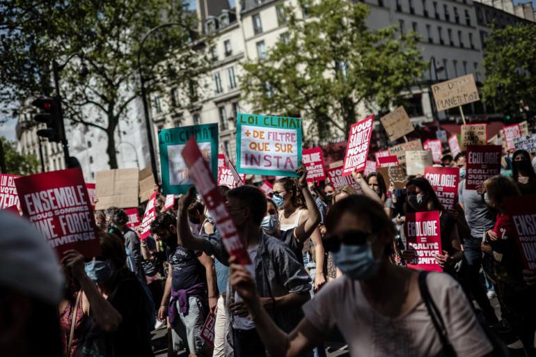 Manifestation contre le réchauffement climatique dans le cadre d'une journée nationale d'action pour réclamer la justice climatique, le 9 mai 2021 à Paris.