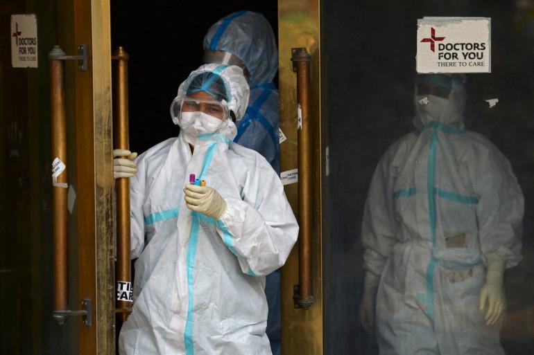 Des personnels de santé en Inde, pendant l'épidémie de coronavirus (illustration)