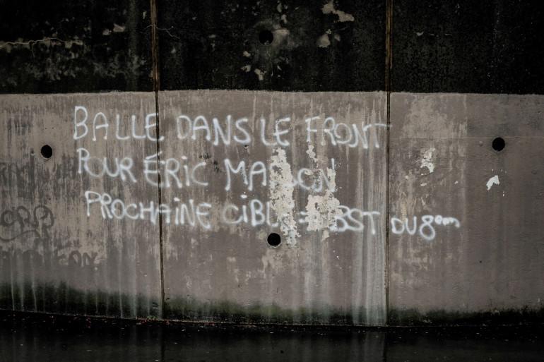 Un tag de menaces faisant référence au policier tué à Avignon a été découvert sur le mur d'un bâtiment scolaire, dans le 8e arrondissement de Lyon le 10 mai 2021.
