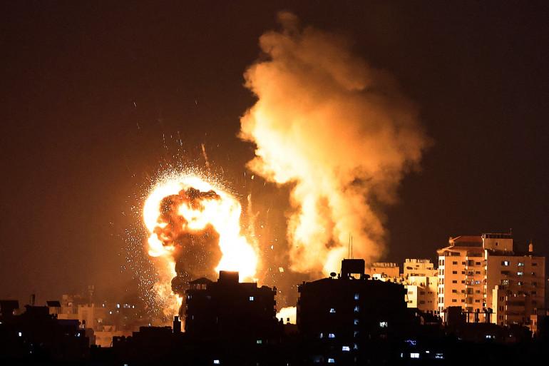 Le 10 mai 2021, Israël a lancé des frappes aériennes meurtrières sur Gaza en réponse à un barrage de roquettes tirées par le mouvement islamiste Hamas.