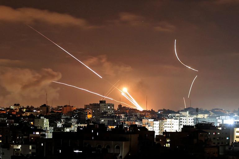 Des roquettes lancées depuis la ville de Gaza, contrôlée par le mouvement palestinien Hamas, vers Israël le 12 mai 2021.