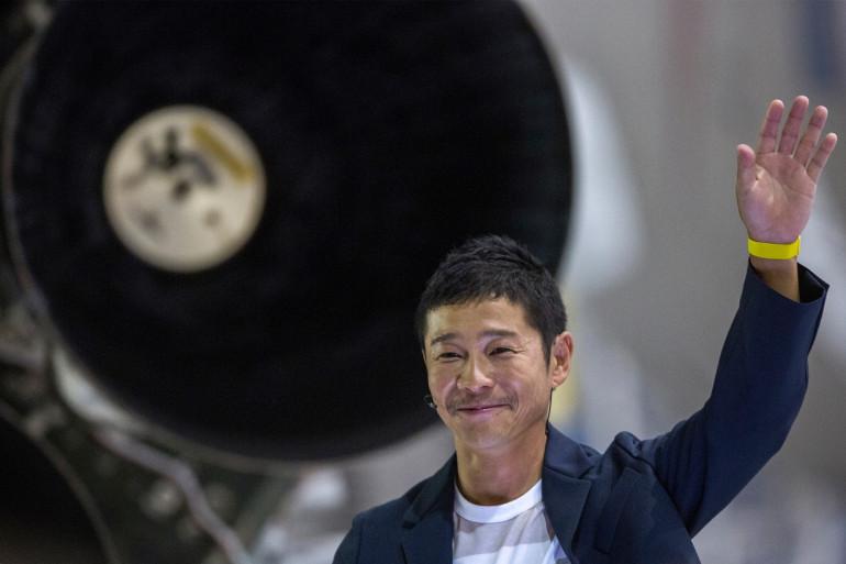 Le milliardaire japonais Yusaku Maezawa près d'une fusée Falcon 9, le 18 septembre 2018.