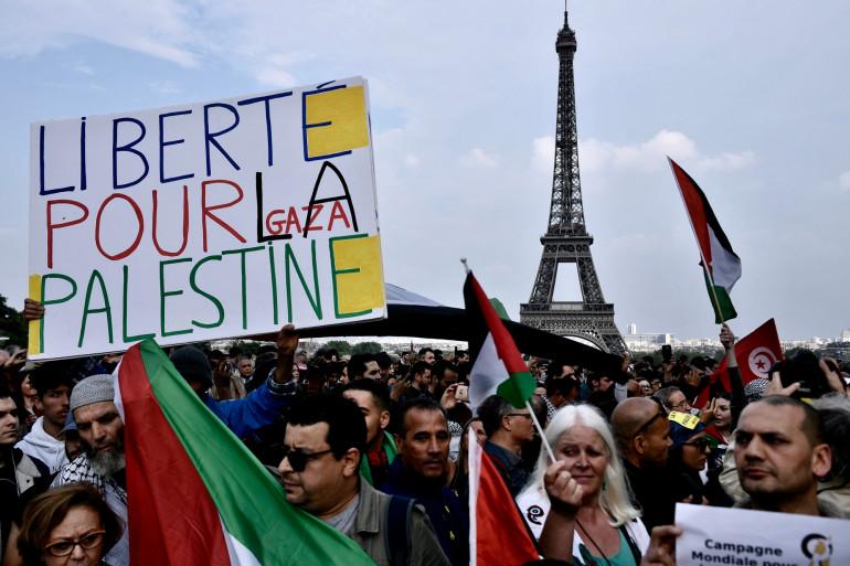 Des manifestants pro-palestiniens lors d'un rassemblement au Trocadéro à Paris, le 16 mai 2018.