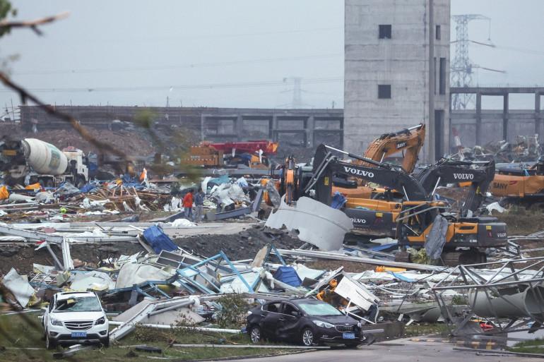 Les dégâts générés par le passage d'une tornade sont considérables à Wuhan
