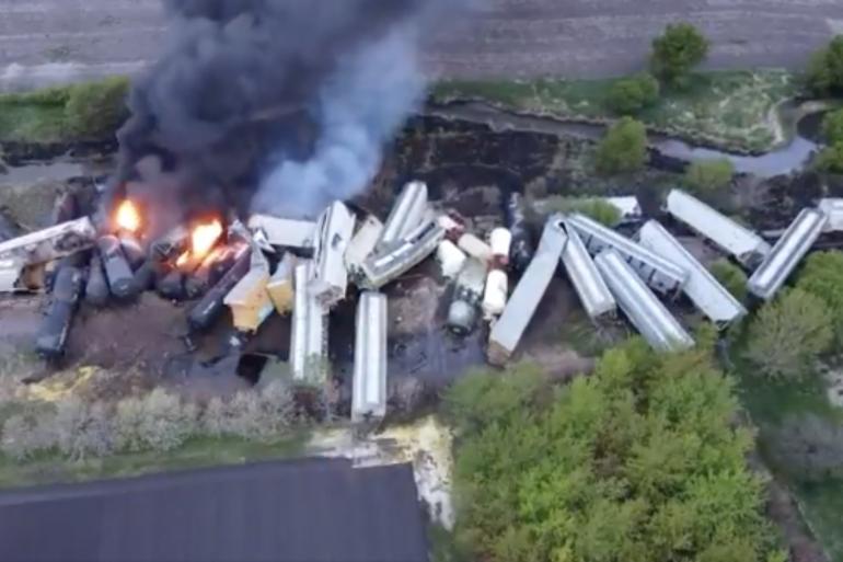 Images aériennes du site d'un déraillement de train dans l'Iowa