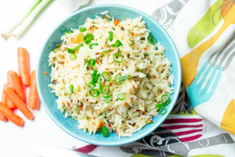 Comment bien cuire le riz blanc et en faire un plat complet ?