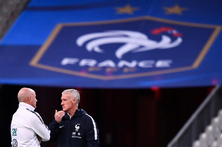 Didier Deschamps en conversation avec son adjoint Guy Stéphan le 13 novembre 2019 à Saint-Denis