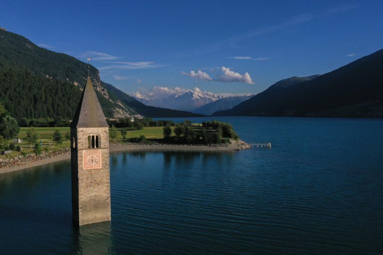 Le clocher du village de Curon au nord de l'Italie, le 09/07/2020