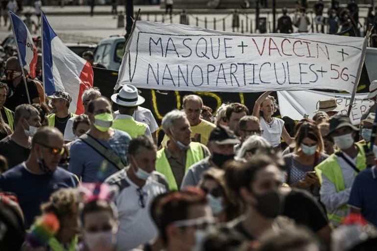 Des manifestants anti-masque et anti-vaccin à Bordeaux en septembre dernier.
