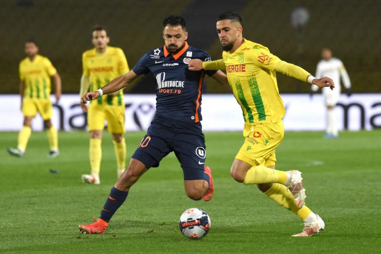 Gaetan Laborde (Montpellier) au duel avec Ludovic Blas (FC Nantes) le 23 mai 2021