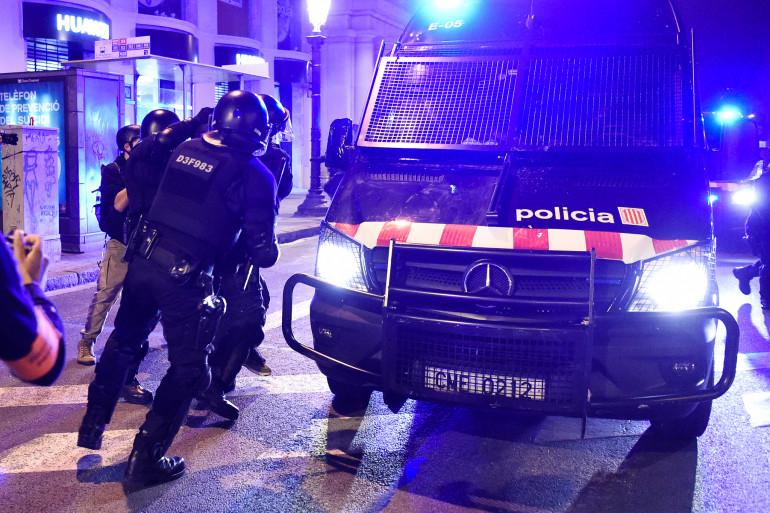 Des policiers espagnols, à Barcelone. Photo d'illustration.