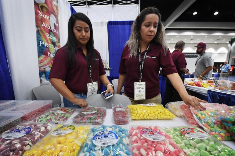 Deux Américains avec des bonbons infusés au cannabis à Los Angeles en 2018