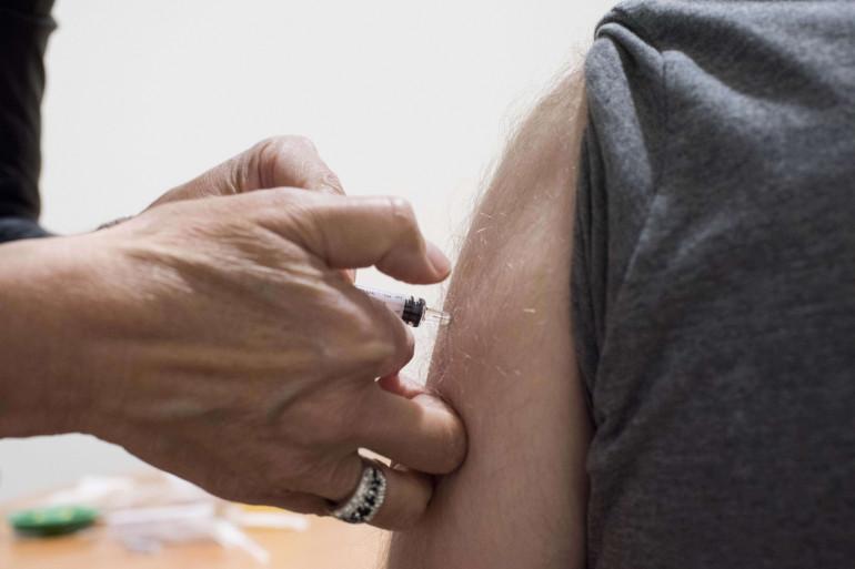 Le vaccin est désormais accessible à tous les majeurs.
