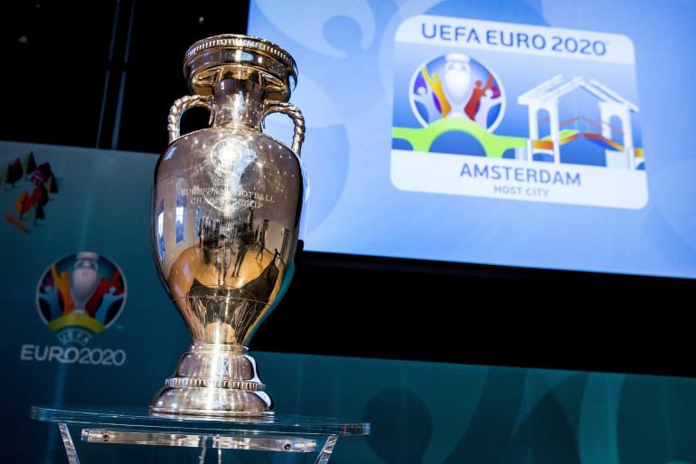 Le trophée de l'Euro à Amsterdam le 16 décembre 2016