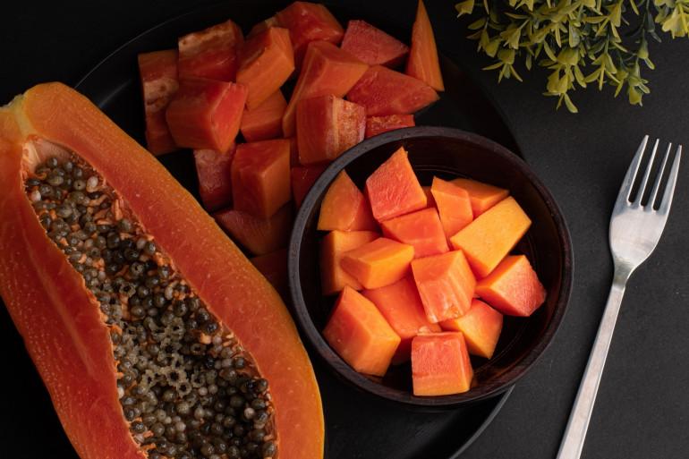 Découvrez les astuces de Cyril Lignac pour cuisiner la papaye en dessert