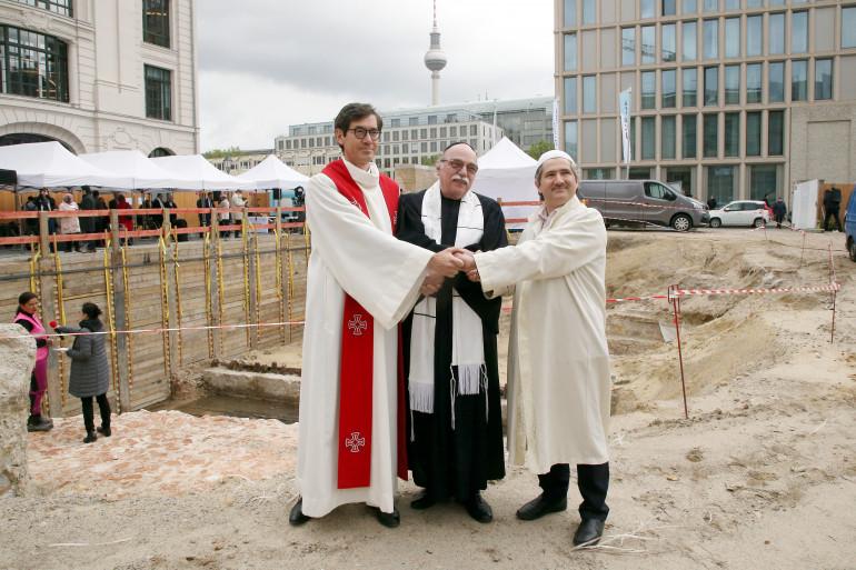 L'imam, le prêtre et le rabbin qui participent au projet.