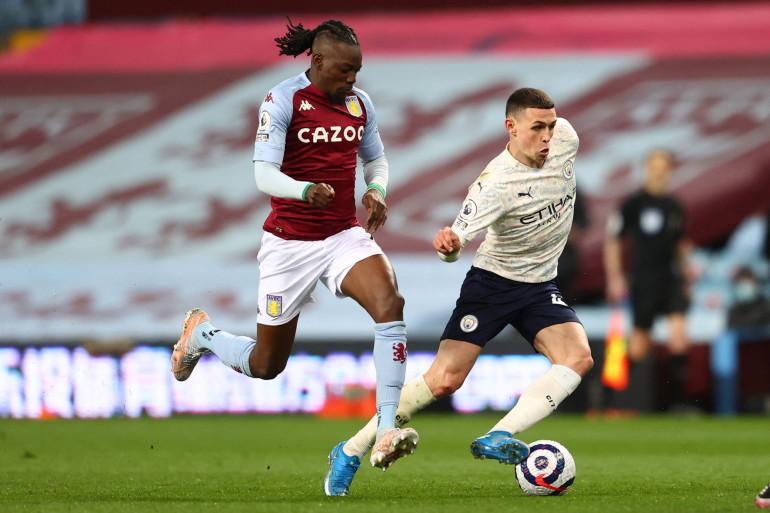 Bertrand Traoré avec Aston Villa face au Manchester City de Phil Foden le 21 avril 2021