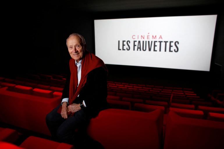 """Jérôme Seydoux pose dans une salle de projection de la nouvelle salle de cinéma """"Les Fauvettes"""" à Paris, le 2 novembre 2015. (Illustration)"""
