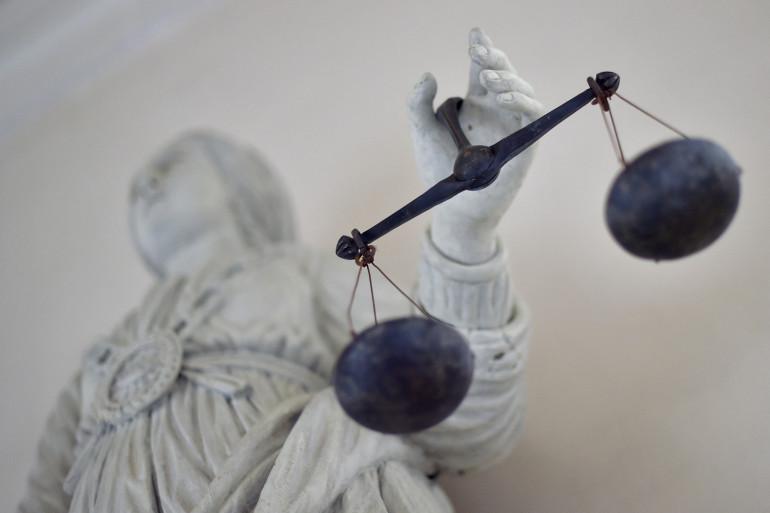 Une photo de la justice équilibrant les balances. (Illustration)