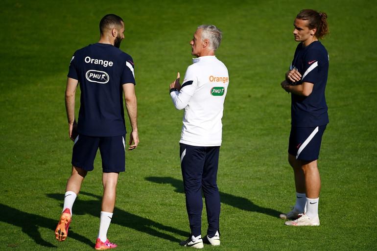 Karim Benzema, aux côtés de Didier Deschamps et d'Antoine Griezmann à Clairefontaine